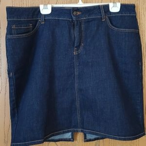 OLD NAVY slimming panel, jean skirt  Size 18